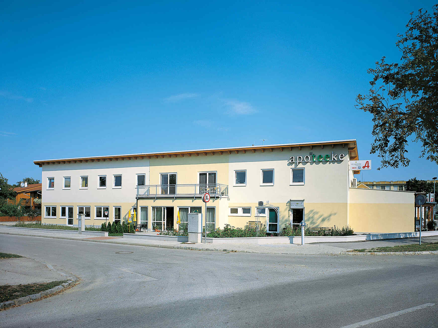 casa prefabbricata in legno Dienstleistungs-Zentrum