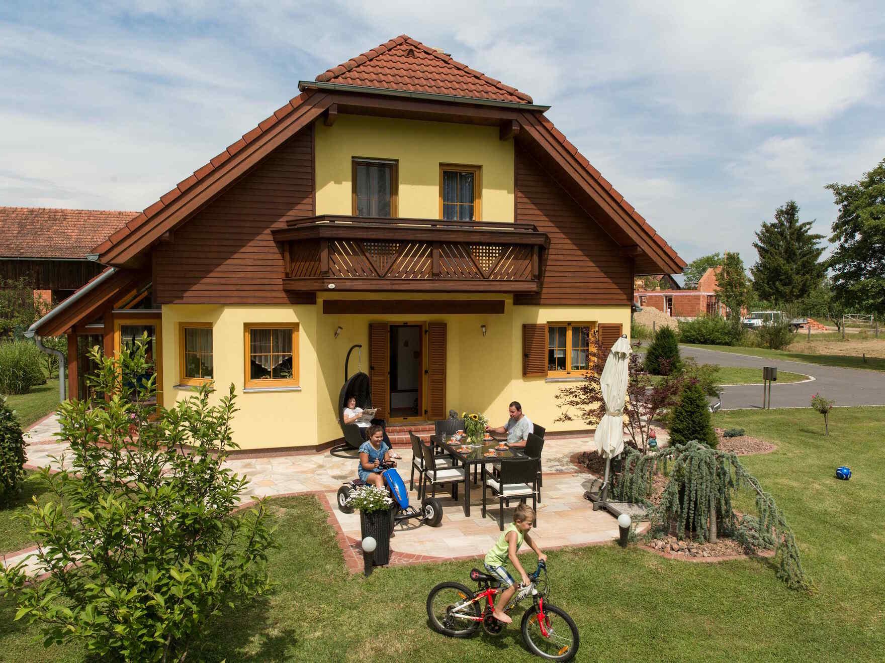 Familie Haas | Referenzen | Besser gebaut | VARIO-HAUS Fertigteilhäuser
